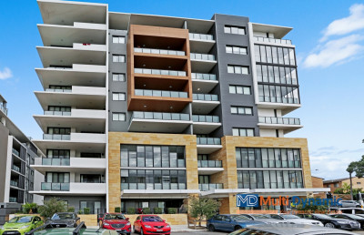 Near New | Spacious with City & Airport View | Walk to station