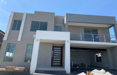 Modern 4 bedroom split level family home located in Gregory Hills.