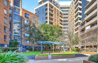 Newly refreshed with fully renovated modern and huge three bedroom apartment at the heart of Auburn.