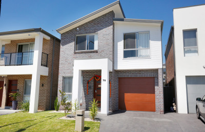 Set in a quiet and family friendly street : 3 Bedrooms free standing double storey townhouse for sale in Marsden Park