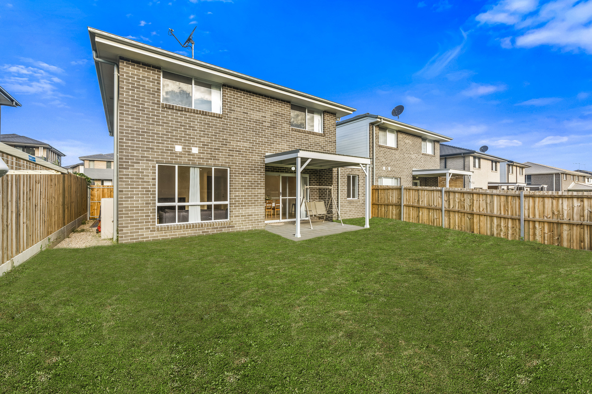 UPGRADED 4 BEDROOM DOUBLE STOREY HOME IN THE PREMIUM LOCATION OF BARDIA.