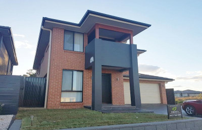 Beautiful open plan living Double Storey House for Rent!!