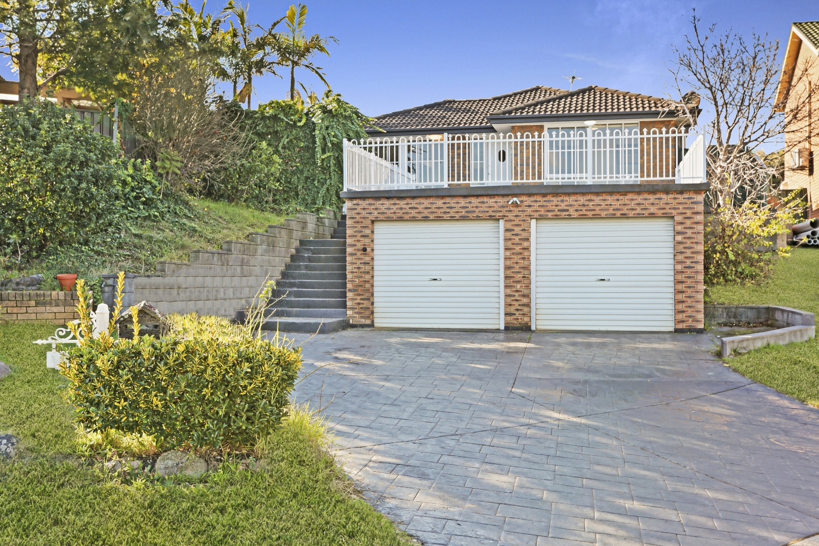 Renovated single storey home with elevated view & swimming pool