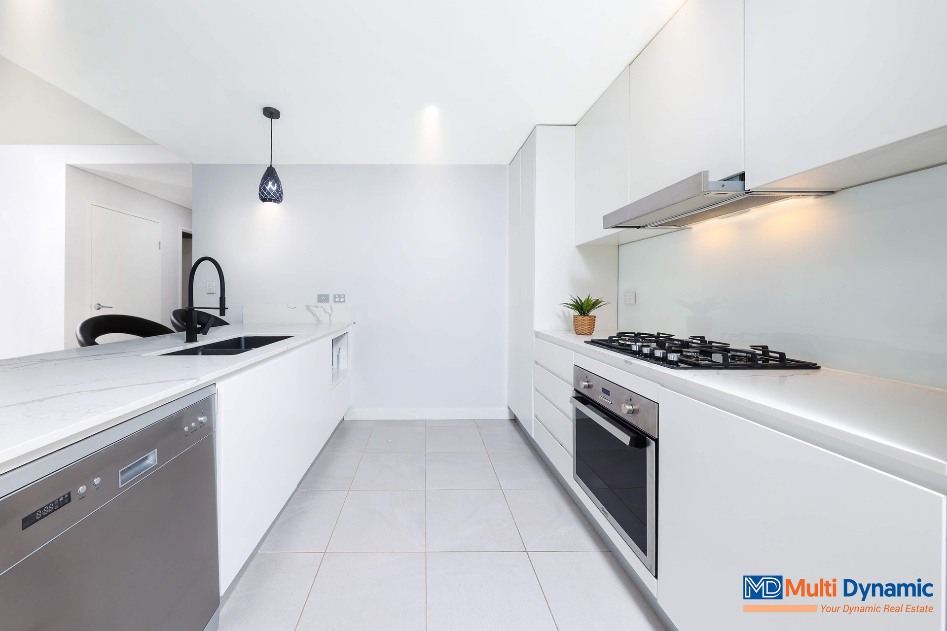 Luxury Apartment at the heart of Cartwright, No Strata !!!