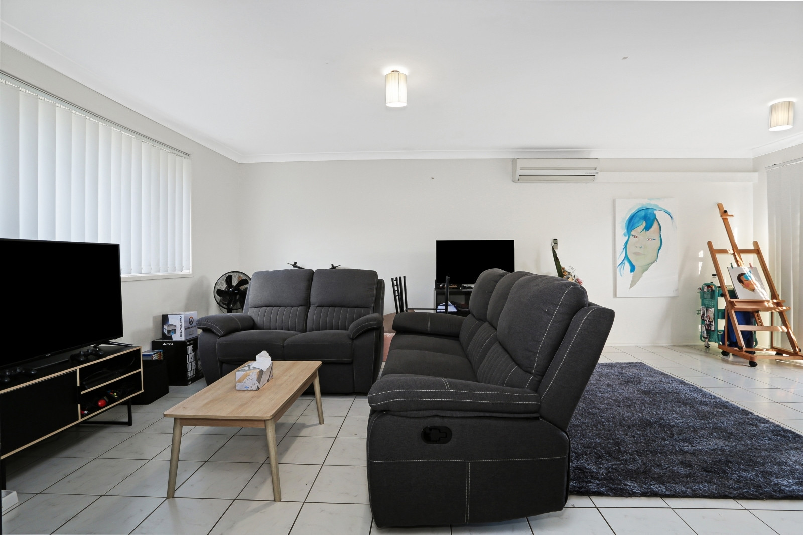 GLENFIELD VILLA CALLING YOU! VERY CLOSE TO TRAIN STATION!